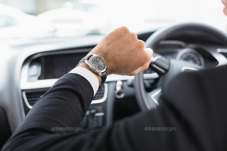 Businessman in the drivers seatの写真素材 [FYI00005958]