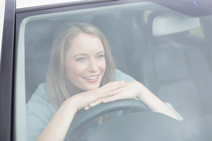 Young woman smilingの写真素材 [FYI00005987]
