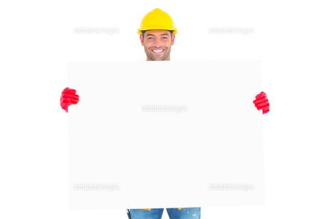 Portrait of handyman showing blank placardの素材 [FYI00006140]