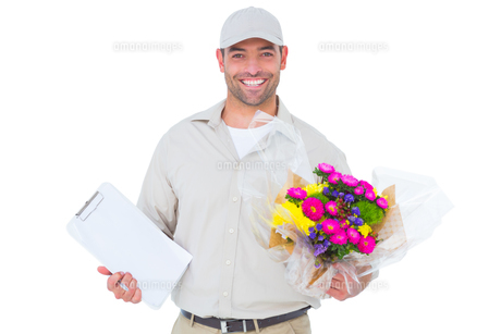 Happy flower delivery man holding clipboardの素材 [FYI00006172]