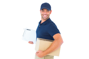 smiling delivery man with cardboard box and clipboardの写真素材 [FYI00006183]