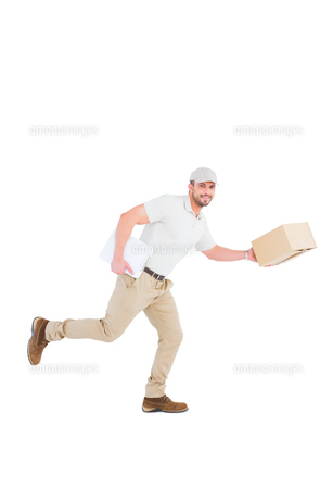 Delivery man with cardboard boxes runningの写真素材 [FYI00006194]