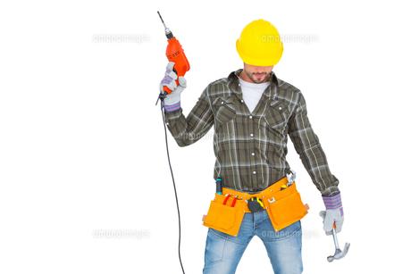 Repairman holding hammer and drill machineの写真素材 [FYI00006203]