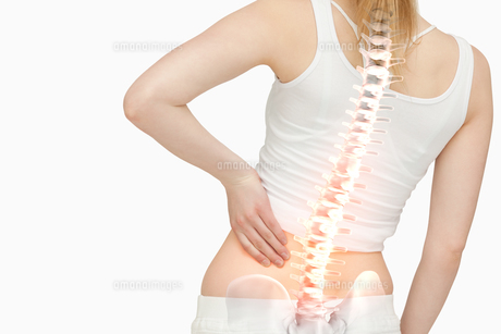 Highlighted spine of woman with back painの素材 [FYI00006278]