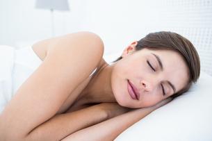 Peaceful woman sleepingの写真素材 [FYI00006354]