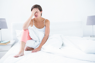 Beautiful woman suffering from headacheの写真素材 [FYI00006356]