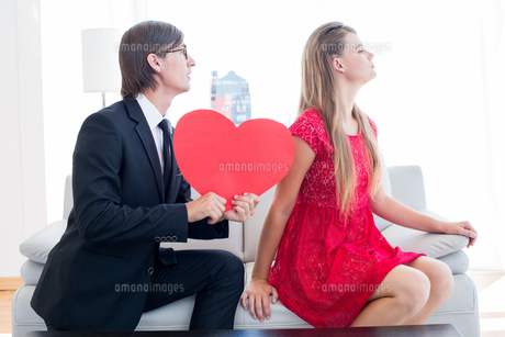 Cute geeky couple with red heart shapeの写真素材 [FYI00006390]