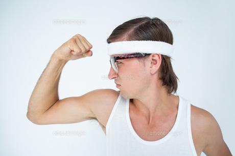 Geeky hipster posing in sportswearの素材 [FYI00006411]