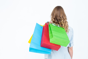 Woman holding some shopping bagsの写真素材 [FYI00006441]