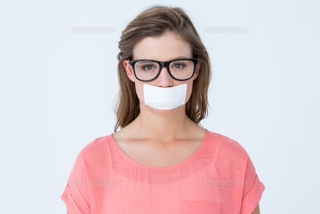Geeky hipster with adhesive tape on mouthの写真素材 [FYI00006459]