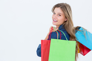 Woman holding shopping bagsの写真素材 [FYI00006480]