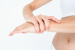 Woman with wrist painの写真素材 [FYI00006627]