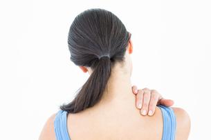 Attractive brunette with neck painの写真素材 [FYI00006644]