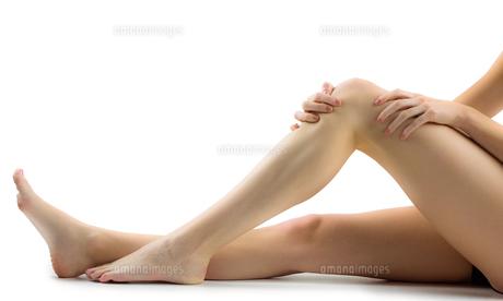 Woman with knee injuryの素材 [FYI00006674]