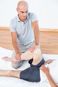 Man having leg massageの写真素材 [FYI00006788]