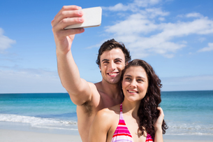 Happy couple taking selfieの写真素材 [FYI00006895]