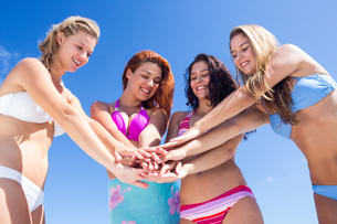 Beautiful women having funの写真素材 [FYI00006924]