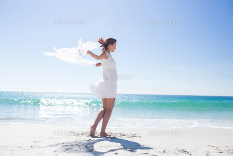 Peaceful brunette enjoying the airの素材 [FYI00006981]