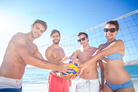Group of friends holding volleyball and smiling at cameraの写真素材 [FYI00007036]