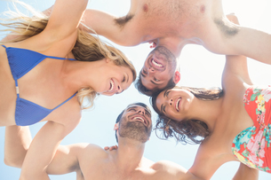 group of friends in swimsuits taking a selfieの写真素材 [FYI00007132]