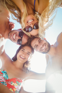 group of friends in swimsuits taking a selfieの写真素材 [FYI00007135]