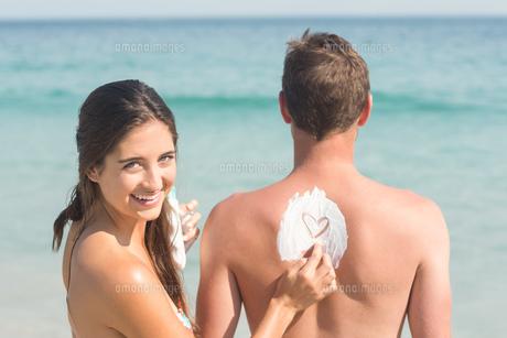 happy couple smilingの素材 [FYI00007137]