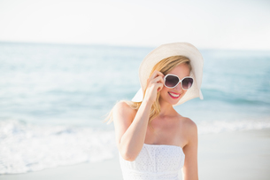 beautiful blonde woman on a sunny dayの写真素材 [FYI00007142]