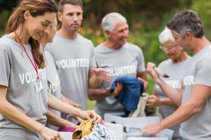 Happy volunteer looking at donation boxの素材 [FYI00007414]