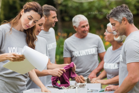 Happy volunteer looking at donation boxの素材 [FYI00007421]
