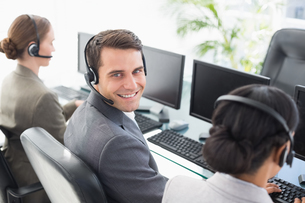 Business people with headsets using computersの写真素材 [FYI00007467]