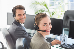 Business people with headsets using computersの写真素材 [FYI00007477]