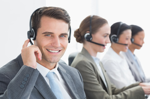 Business people with headsets using computersの写真素材 [FYI00007478]