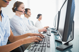 Business people with headsets using computersの写真素材 [FYI00007483]