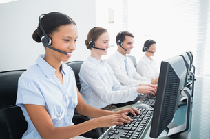 Business people with headsets using computersの写真素材 [FYI00007487]
