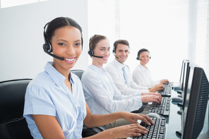 Business people with headsets using computersの写真素材 [FYI00007488]