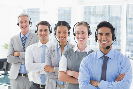 Business people with headsets smiling at cameraの写真素材 [FYI00007503]