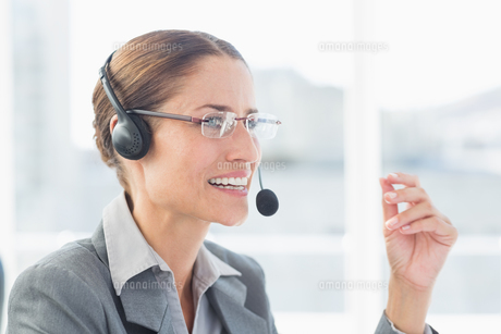 Businesswoman with headset in call centreの写真素材 [FYI00007509]