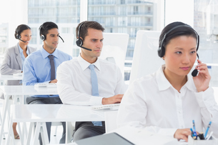 Concentrate work team using computerの写真素材 [FYI00007510]