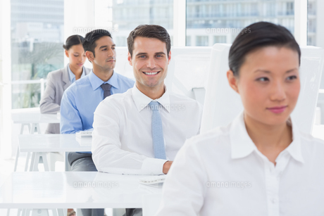 Concentrate work team using computerの写真素材 [FYI00007525]