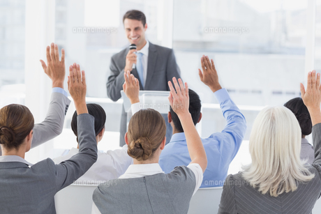 Business people raising their arms during meetingの素材 [FYI00007529]