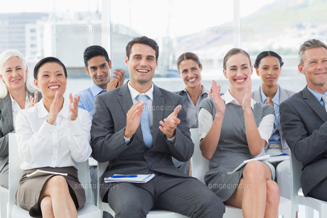 Business people applauding during meetingの写真素材 [FYI00007531]