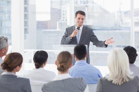 Businessman doing speech during meetingの素材 [FYI00007540]