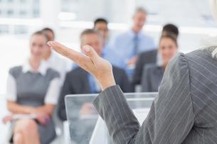 Businesswoman doing speech during meetingの素材 [FYI00007546]
