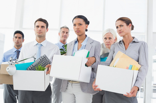 Unhappy fired business people holding boxの写真素材 [FYI00007558]