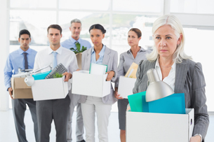 Unhappy fired business people holding boxの写真素材 [FYI00007560]