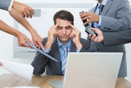Worried businessman with head in handsの写真素材 [FYI00007573]