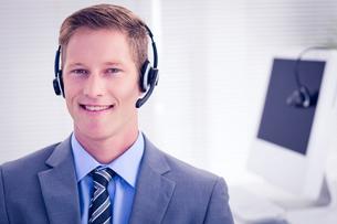 Handsome agent wearing headsetの写真素材 [FYI00007817]