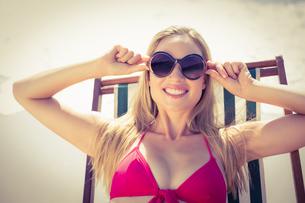 beautiful blonde woman at the beachの写真素材 [FYI00007865]