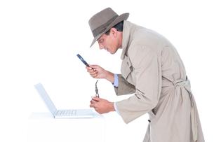 Spy looking through magnifierの写真素材 [FYI00007915]