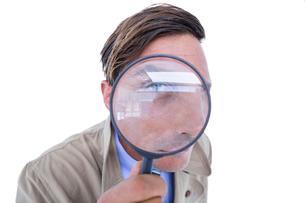 Spy looking through magnifierの写真素材 [FYI00007916]